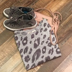 Sweaters - Leopard print sweater 🍁 $2 for 20